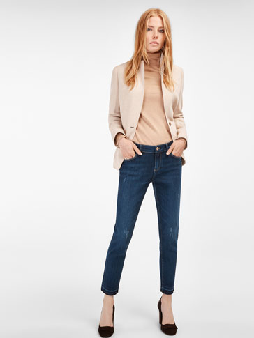 RELAXED FIT JEANS WITH UNSTITCHED HEM DETAIL