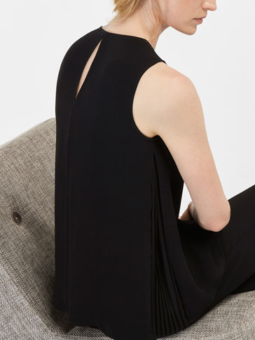 TOP WITH SIDE PLEAT DETAIL