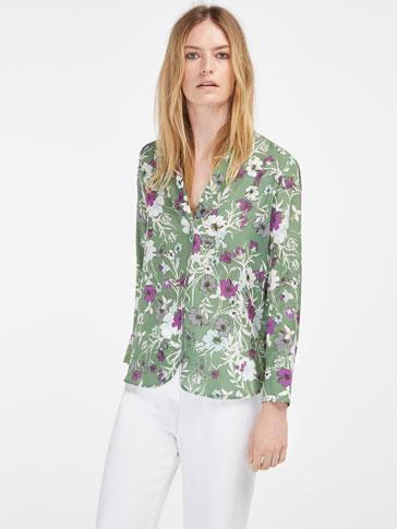 قميص حريري مطبوع مع جزئية الفتحات
