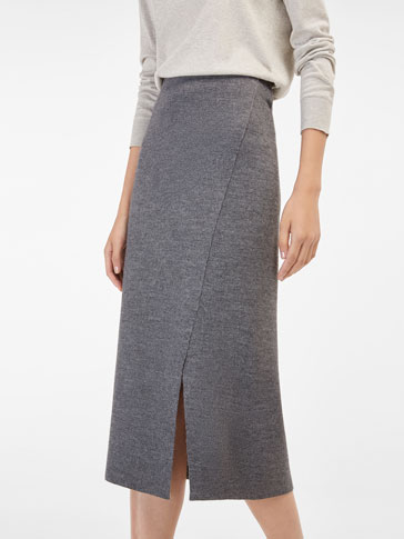 KNIT SKIRT WITH SLIT DETAIL