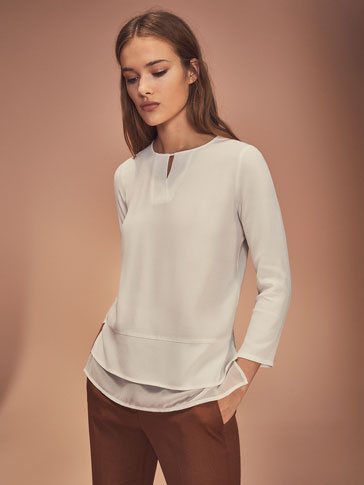 CONTRAST TOP WITH SLIT DETAIL