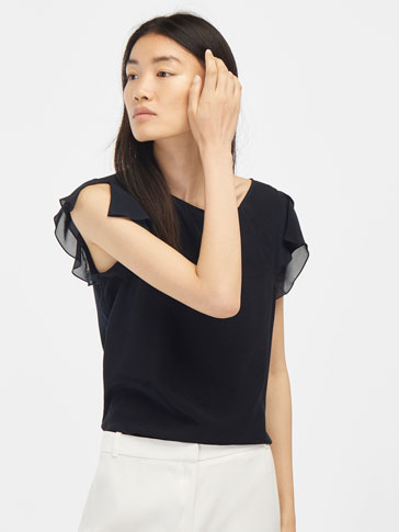T-SHIRT WITH FRONT FRILL