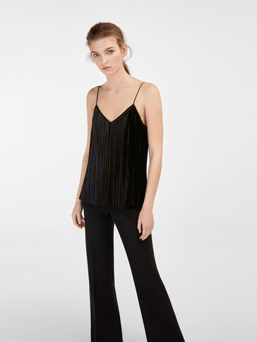 DOUBLE-LAYER VELVET TOP WITH A PLEATED DETAIL