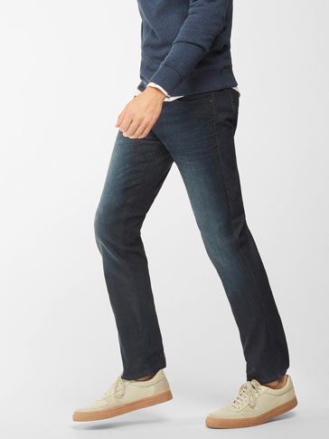 CASUAL FIT DARK JEANS