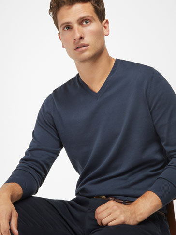 PLAIN V-NECK SWEATER