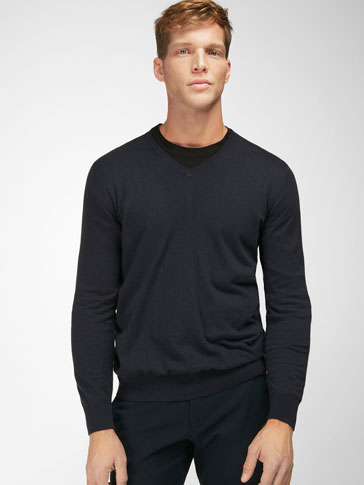 V-NECK SWEATER WITH ELBOW PATCH DETAIL