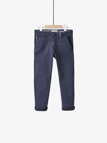 CHINOS WITH CONTRASTING DETAIL