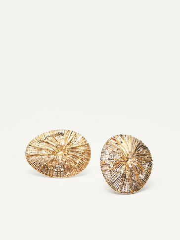 EARRINGS WITH GOLD-TONED CHARMS