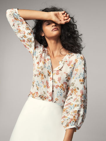 PRINTED SHIRT WITH A PLEATED DETAIL
