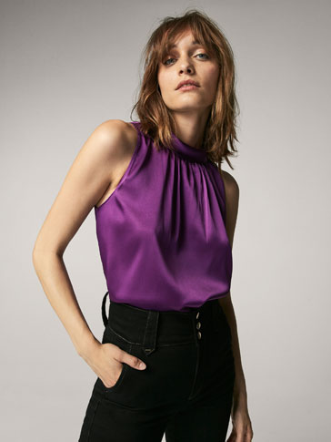 LOOSE-FITTING TOP WITH TIED DETAIL