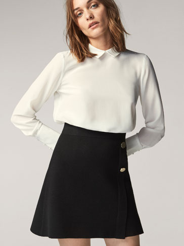 SKIRT WITH CONTRASTING BUTTONS
