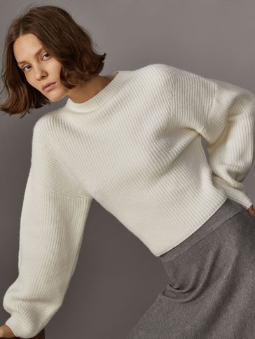 ROUND NECK SWEATER WITH WIDE SLEEVES