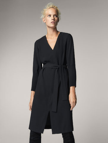 BLACK DRESS WITH PLEATED CUFFS