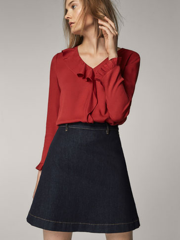 CONTRASTING TOP WITH FRONT RUFFLE
