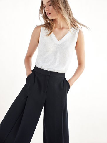 LINEN TOP WITH CONTRASTING PLEATED DETAIL