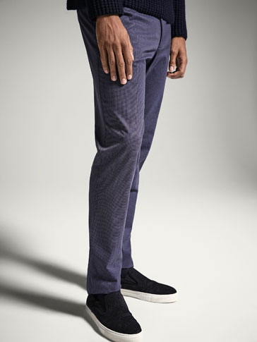 SLIM FIT HOUNDSTOOTH PRINTED CHINOS