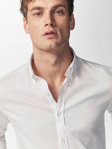 قميص أبيض ضيق فيت
