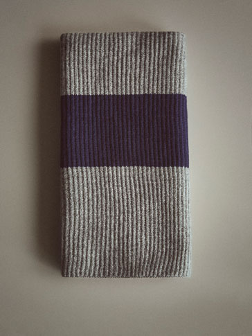 RIBBED WOOL SCARF WITH STRIPED DETAIL