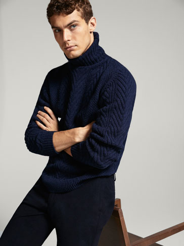 WOOL/SILK CABLE-KNIT SWEATER