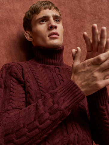JERSEY TURTLE NECK CABLES STITCHING CATWALK EDITION