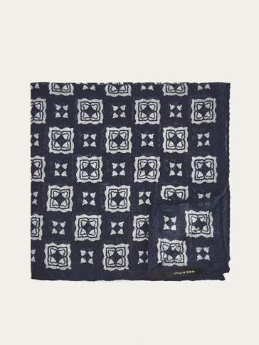 SILK POCKET SQUARE WITH LARGE MOTIFS