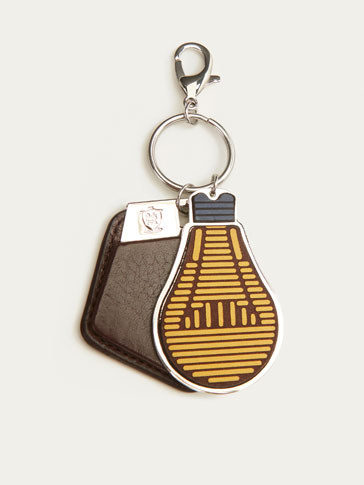 LEATHER KEYRING WITH LIGHT BULB DETAIL