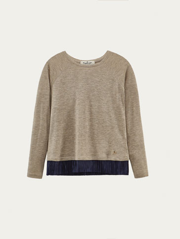 PLEATED DETAIL CONTRAST T-SHIRT