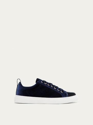 حذاء رياضي مخمل أزرق
