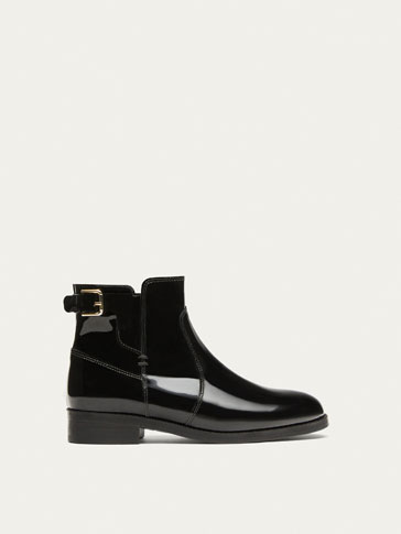 BLACK ANKLE BOOTS WITH A PATENT FINISH