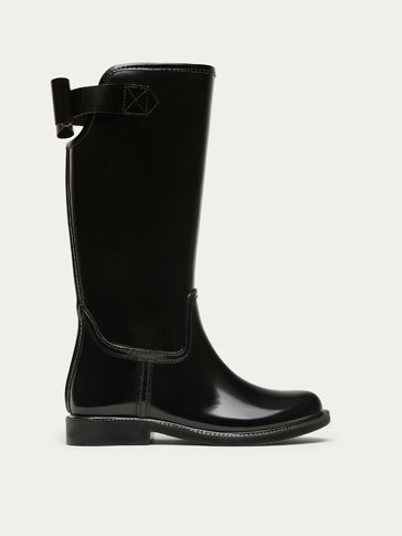 BLACK WELLIES WITH BOW DETAIL