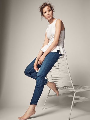 JEANS WITH CONTRASTING DETAILS
