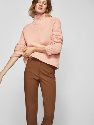 LEGGING-STYLE TROUSERS WITH A SIDE DETAIL