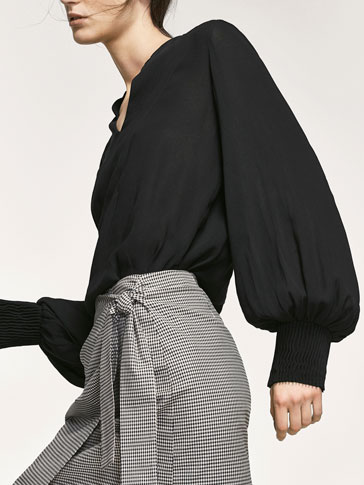LARGE BLOUSE WITH TEXTURED WEAVE DETAIL AT THE CUFFS