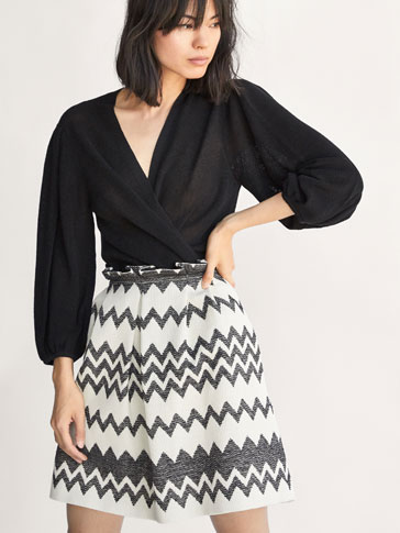 SKIRT WITH A PRINTED FABRIC DETAIL