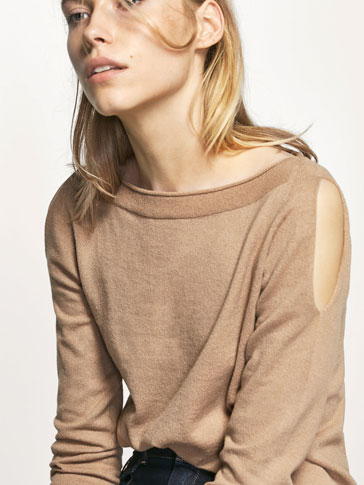 SEAMLESS SWEATER WITH SLIT DETAIL