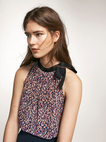 PRINT TOP WITH BOW DETAIL