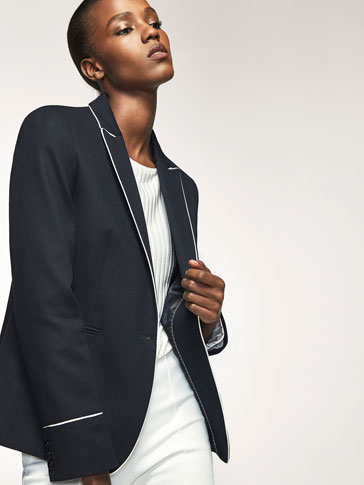 STRUCTURED BLAZER WITH CONTRASTING PIPING DETAIL