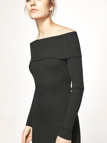 RIBBED DRESS WITH A BOATNECK DETAIL