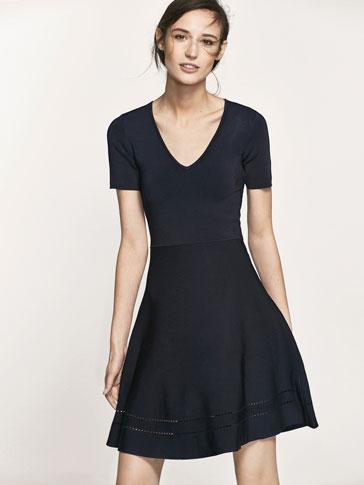 فستان محاك بتفصيل ثنية الحافة مثقبة