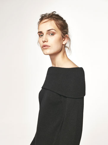 KNIT DRESS WITH BOATNECK DETAIL