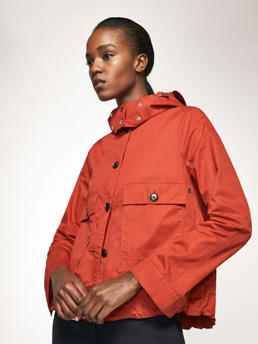 SHORT PARKA WITH HOOD DETAIL
