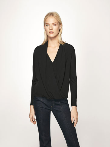 T-SHIRT WITH CROSSOVER NECKLINE DETAIL