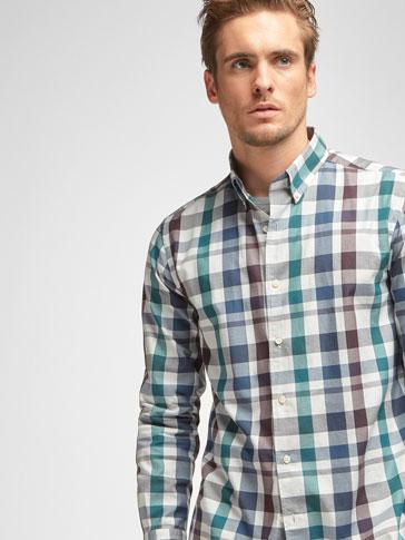 قميص بمربعات بتفصيل الطية نحيل