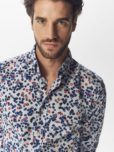 CAMISA ESTAMPADA AZUL Y ROJO CASUAL FIT