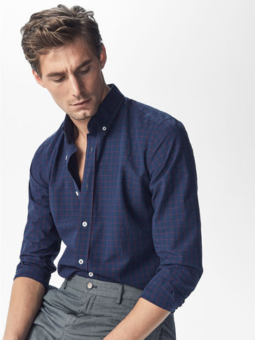 CASUAL FIT NAVY BLUE SHIRT WITH A RED CHECKS DETAIL