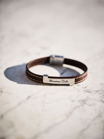 LEATHER BRACELET WITH METALLIC PLATE DETAIL