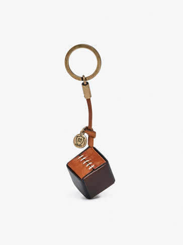 LEATHER KEYRING WITH SQUARE DETAIL