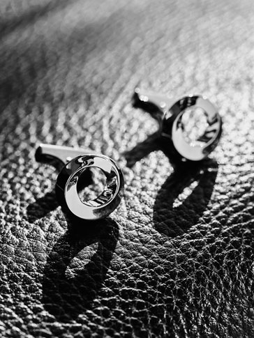 CUFFLINKS WITH WARPED CIRCLE