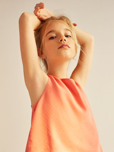 TEXTURED WEAVE TOP WITH FRILLS DETAIL