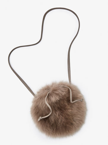 LEATHER BAG WITH FUR DETAIL